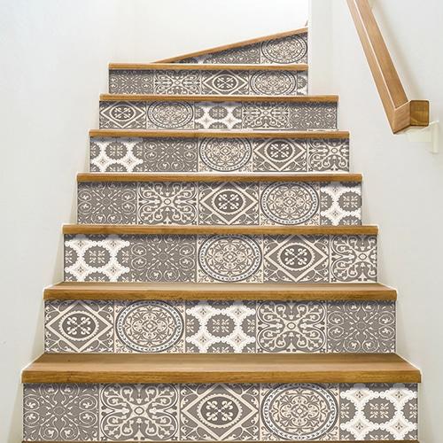 Sticker autocollant carreaux de ciment beige pastel pour déco contremarches d'escalier