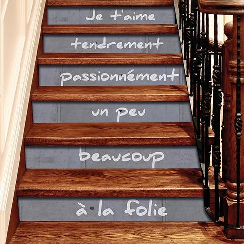 Escaliers bois ancien avec autocollants