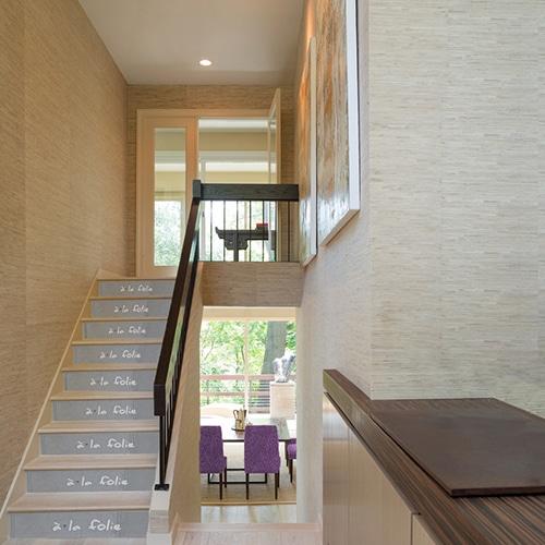 Adhésifs sur escaliers effet ciment avec texte