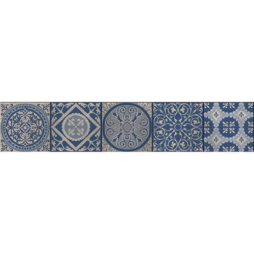 Escaliers en bois décoré avec des stickers bleus motif syle Renaissance italienne