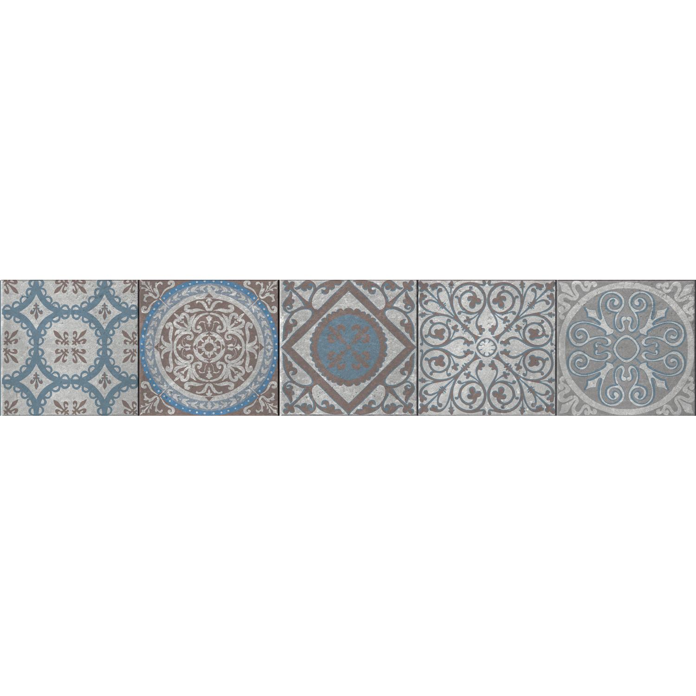 Frise Renaissance bleue/grise stickée sur des contremarches en bois