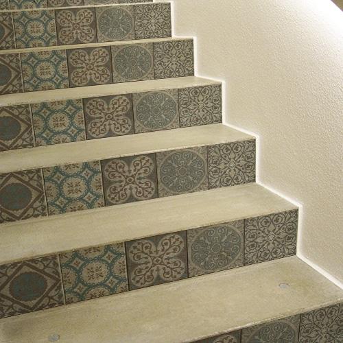 Sticker autocollant Frise italienne grise sur escaliers en béton
