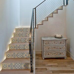 Mosaïque de motifs style renaissance pour contremarches