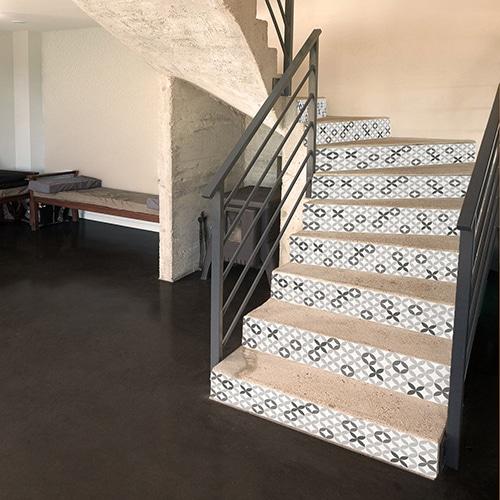 Sticker adhésif imitation céramique grise pour contremarches d'escaliers