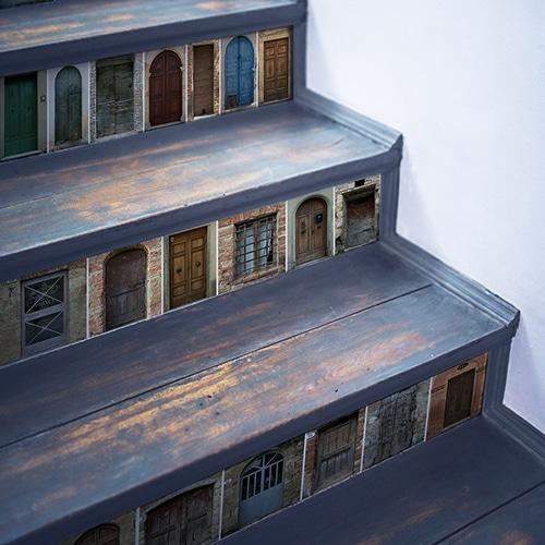Sticker décoratif portes du monde à coller sur des contremarches d'escaliers