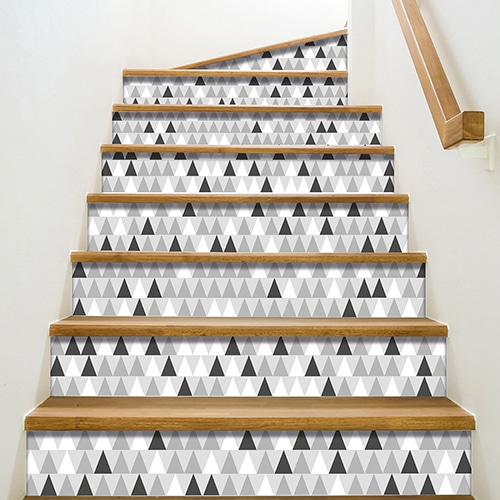 Triangles multicolors blanc gris et noirs à sticker sur vos contremarches