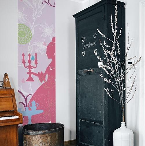 Sticker adhésif Princesse à côté d'une armoire