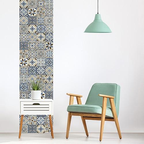 Sticker adhésif carreaux de ciment bleu taupe dans une pièce de la maison