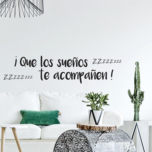 Sticker citation autocollant Que Los Suenos dans unepièce à vivre moderne