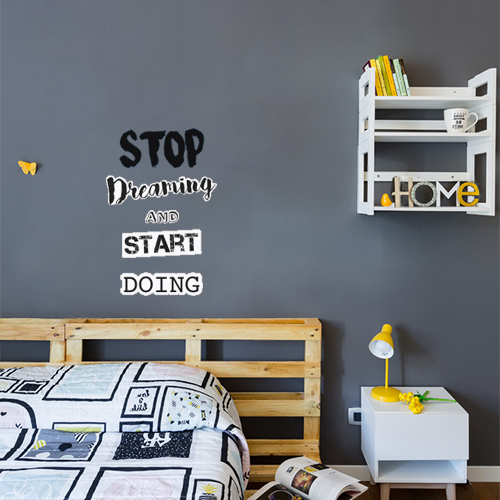 Sticker citation motivation stop dreaming collé dans une chambre à coucher
