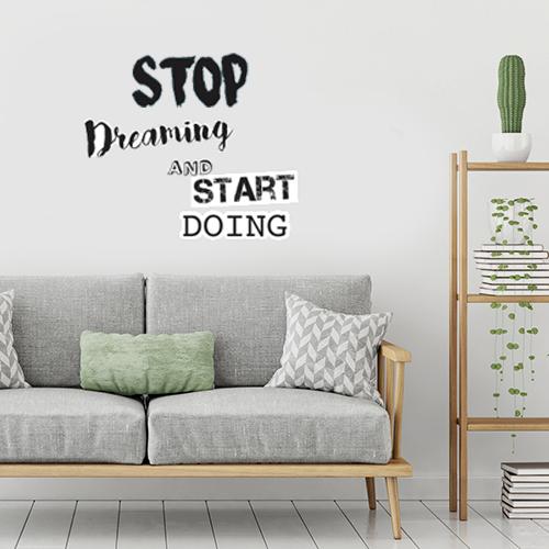 Sticker ambiance stop dreaming collé dans une pièce à vivre