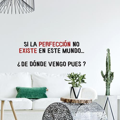 Salon classe et moderne avec un sticker citation Si la Perfeccion