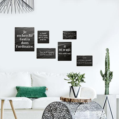Salon moderne et fleuri décoré avec un sticker je recherche l'extra