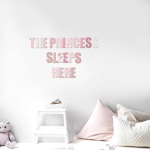 Sticker adhésif The prince sleeps rose dans une chambre