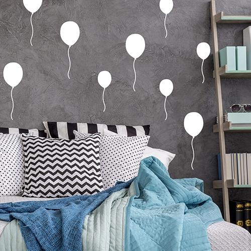 Sticker adhésif au dessus d'un lit Ballons blancs
