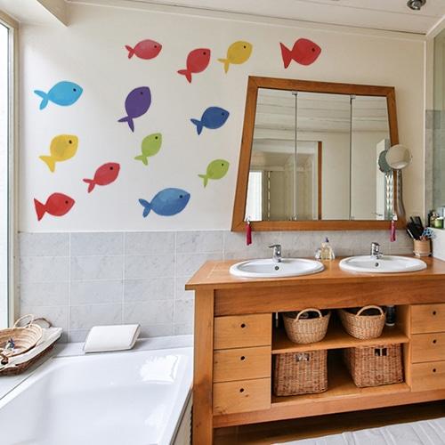 Sticker adhésif Arc en ciel avec poissons dans une salle de bain