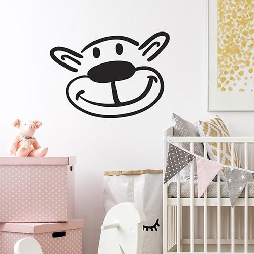 Sticker adhésif tête d'ours dans une chambre d'enfant