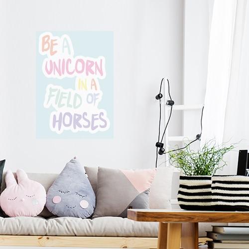 Sticker autocollant Be a unicorn déco au dessus d'un canapé