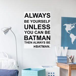 Sticker adhésif citation Batman dans une chambre d'enfant