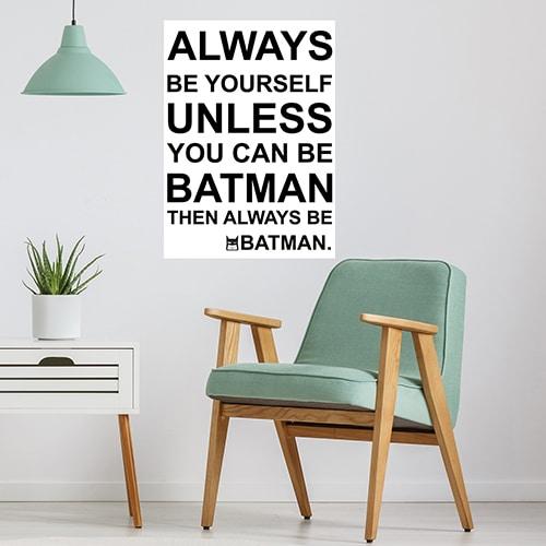 Sticker planche citation Batman au dessus d'un fauteuil