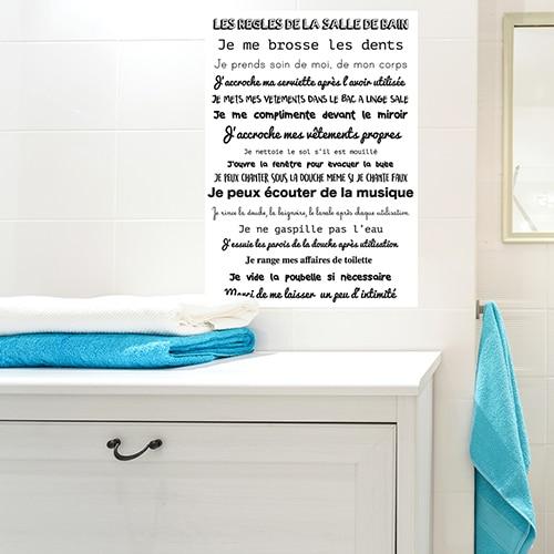 Sticker planche règle de la SDB au dessus d'une table déco pour la salle de bain