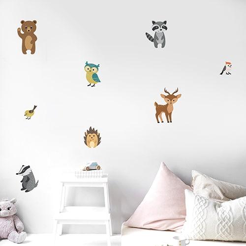Sticker mural Animaux de la forêt dans une chambre