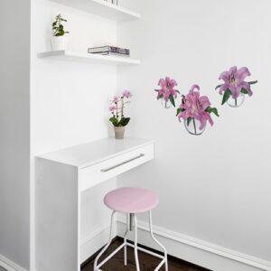 Sticker adhésif fleur de lys à côté d'une armoire