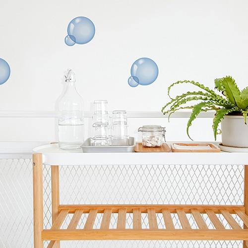 Stickers bulles de savon au dessus d'une table basse décoration salle de bain