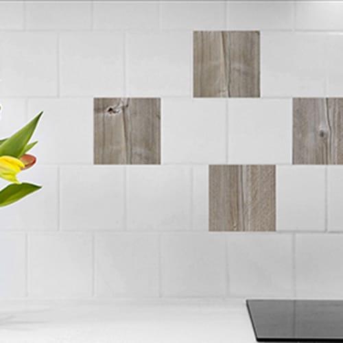 Stickers imitation bois pour carrelage blanc de cuisine