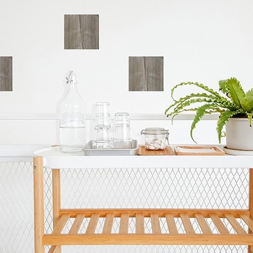 Adhésif imitation bois pour déco carrelage de salle à manger