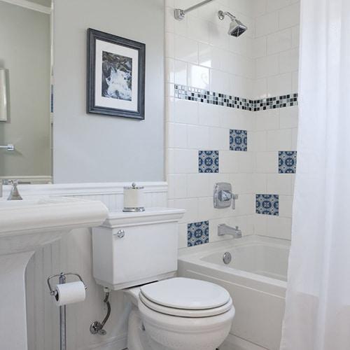 Sticker autocollant ciment bleu pour déco carrelage blanc de salle de bain