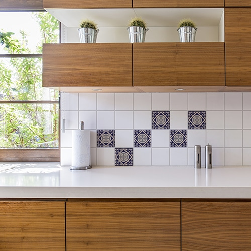 Sticker autocollant décoration carrelage blanc ciment marine pour cuisine en bois