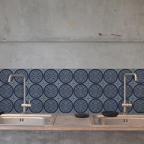 Adhésif ciment gris bleu rond pour déco carrelage en béton gris de cuisine