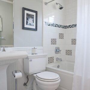 Autocollant déco ciment grece marron et bleu pour carrelage blanc de salle de bain