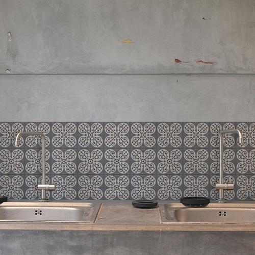 Adhésif décoration carrelage béton gris ciment grece marron et bleu pour cuisine