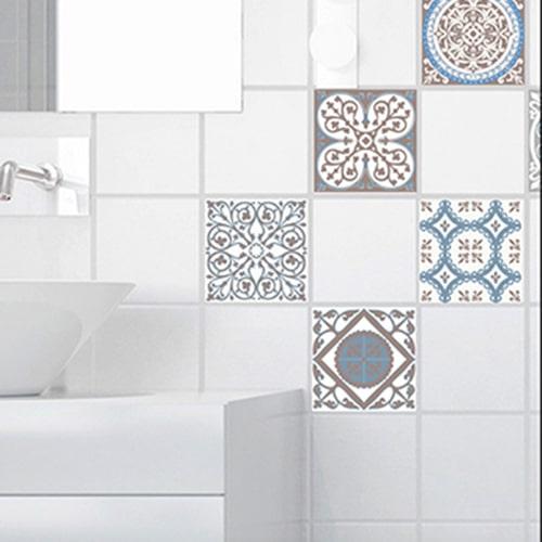 Sticker autocollant déco ciment grece marron et bleu pour carrelage blanc de salle de bain