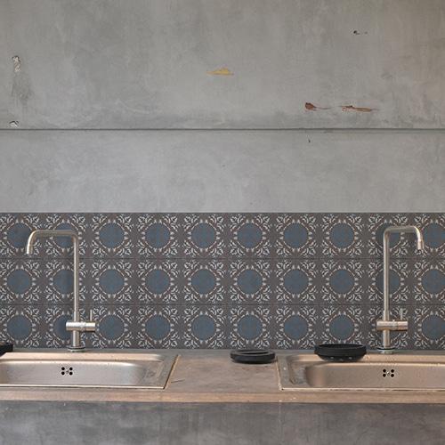Adhésif décoration carrelage béton gris ciment grece marron, bleu et blanc pour cuisine