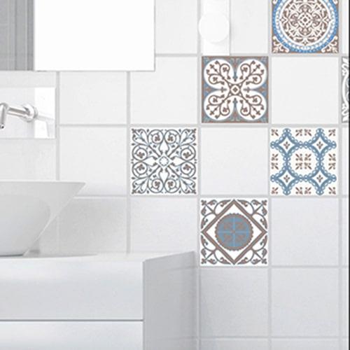 Stiker adhésif ciment grece marron, bleu et blanc pour déco de carrelage blanc de salle de bain