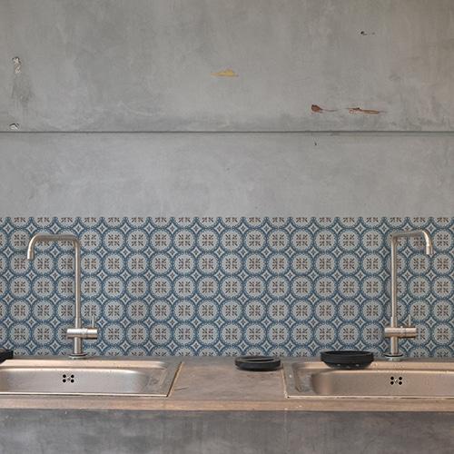 Adhésif ciment grece bleu,marron et blanc pour déco carrelage en béton gris de cuisine