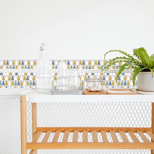 Sticker adhésif déco scandinave lichen triangles de couleurs pour carrelage de salle à manger