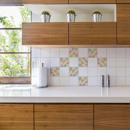 Sticker autocollant décoration carrelage blanc scandinave lichen triangles colorés pour cuisine en bois