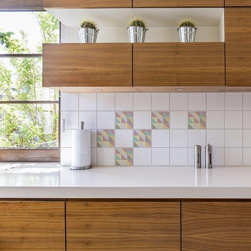 Adhésif effet pastel scandinave pour déco carrelage blanc pour cuisine en bois