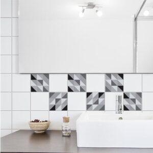 Adhésif déco scandinave noir et blanc pour carrelage blanc de salle de bain