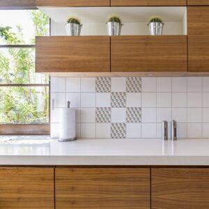 Autocollant décoration scandinave kaléiodscope pour carrelage blanc de cuisine en bois