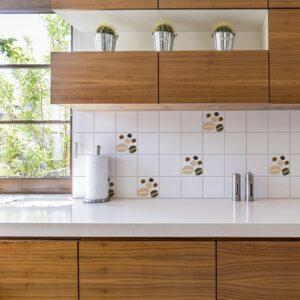 Adhésif effet Coffee Time déco pour carrelage blanc pour cuisine en bois