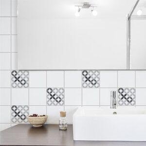 Adhésif décoration céramique noir et blanc pour carrelage de salle de bain