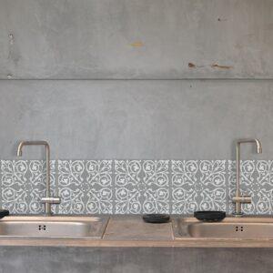 Adhésif déco ciment baroque gris et blanc pour carrelage en béton gris de cuisine
