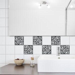 Autocollant déco ciment baroque gris foncé et blanc pour carrelage de salle de bain moderne