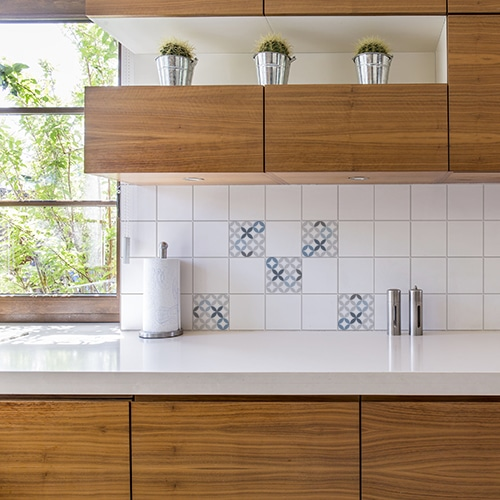 Adhésif déco céramique bleu pour carrelage d'intérieur cuisine en bois