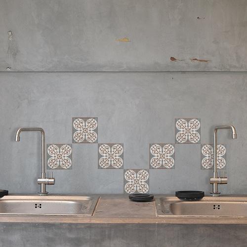 Adhésif décoration d'intérieur Baixa marron et bleu pour carrelage en béton gris